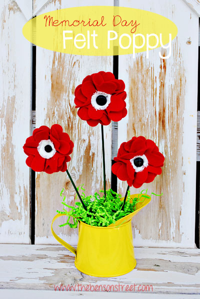Memorial Day Felt Poppy Tutorial at www.thebensonstreet.com